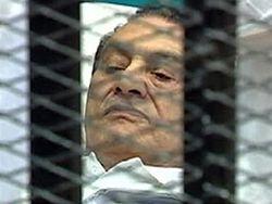 2011_Egypt_Mubarakontrial[1]