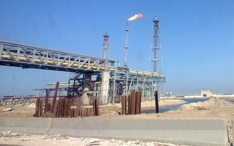 Oil_refinery_at_lake_Mariout-800x500_c